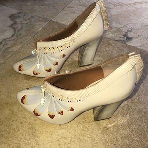 a217fe4106d4 Tory Burch Shoes - Tory Burch Yuma feather pump size 7M
